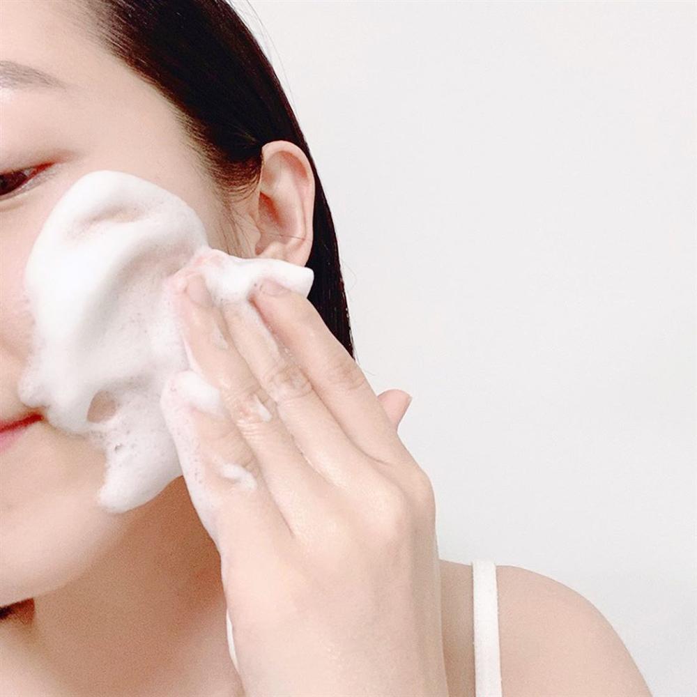 4 thói quen rửa mặt tưởng vô hại nhưng lại hủy hoại làn da mà nhiều nàng mắc phải, bảo sao da mãi chẳng đẹp lên-2