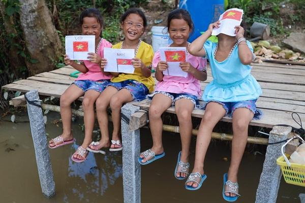 Năm học mới của chị em sinh tư Việt, Nam, Hạnh, Phúc-1