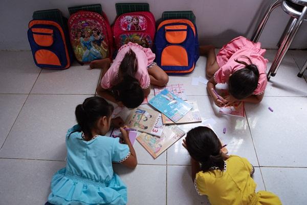 Năm học mới của chị em sinh tư Việt, Nam, Hạnh, Phúc-8