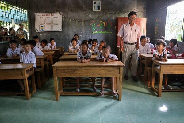 Năm học mới của chị em sinh tư Việt, Nam, Hạnh, Phúc-14