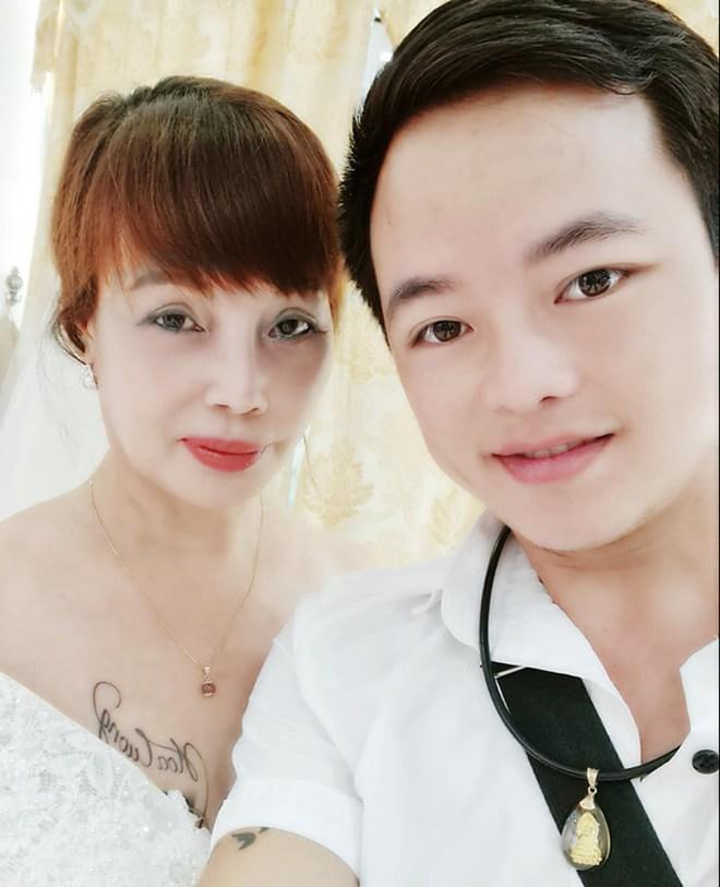 Cô dâu Thu Sao tung ảnh mặc váy cưới, nhan sắc như gái đôi mươi, CĐM tranh cãi gay gắt-1