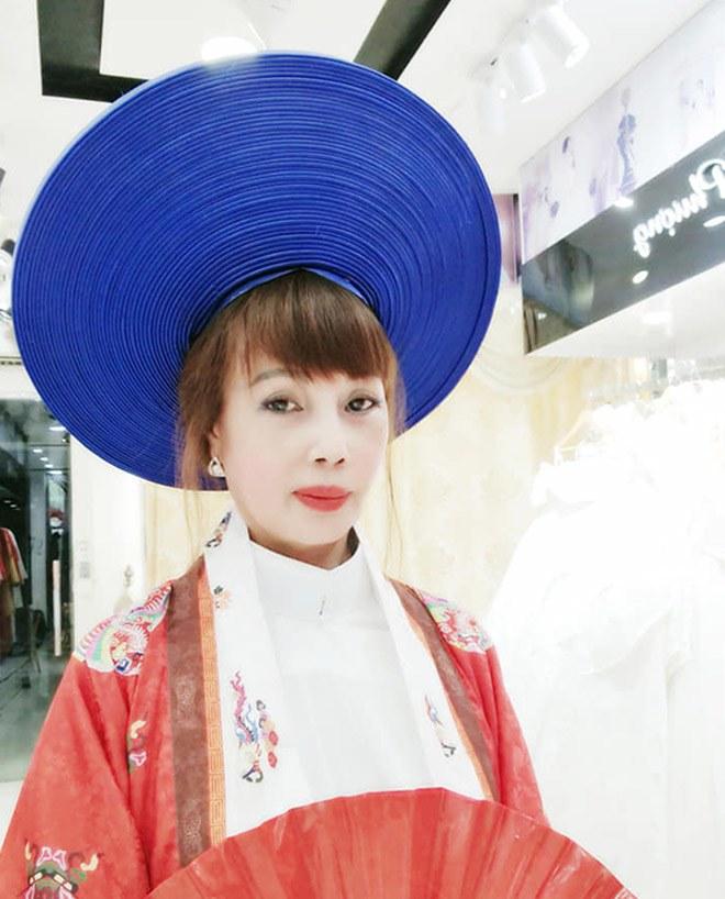 Cô dâu Thu Sao tung ảnh mặc váy cưới, nhan sắc như gái đôi mươi, CĐM tranh cãi gay gắt-4