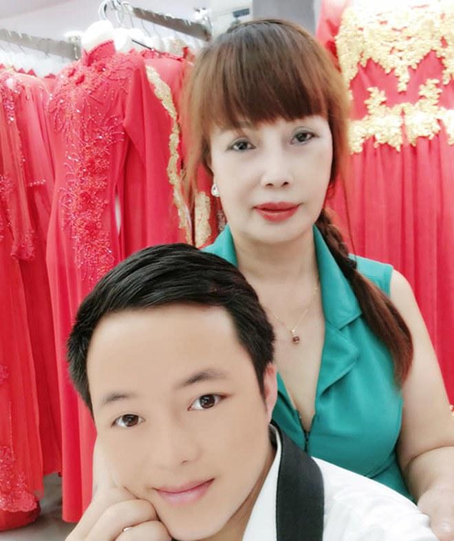Cô dâu Thu Sao tung ảnh mặc váy cưới, nhan sắc như gái đôi mươi, CĐM tranh cãi gay gắt-5