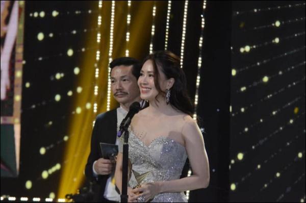 Hồng Diễm khóc không ngừng khi nhận giải Nữ chính ấn tượng nhất VTV Awards, nhắc tới Ngôi sao Khuê của anh Bảo khiến fan vỡ òa-1
