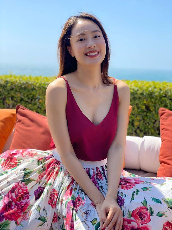 Hồng Diễm của Hoa Hồng Trên Ngực Trái: Lên phim lúc nào cũng bình dị đơn giản, ngoài đời không ít lần khoe dáng gợi cảm ở tuổi 38-7