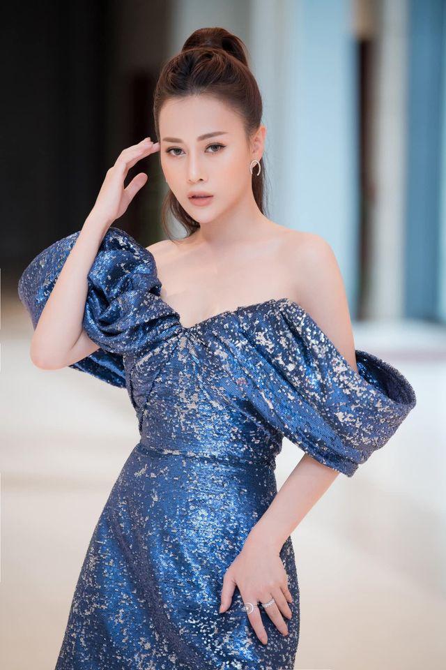 Phục thù lại mùa VTV Awards năm ngoái, năm nay Phương Oanh gây sốt với vòng eo siêu nhỏ, nhưng bộ đầm đen lại có phần hơi già-6
