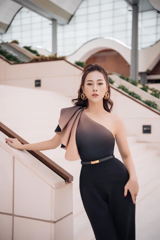 Phục thù lại mùa VTV Awards năm ngoái, năm nay Phương Oanh gây sốt với vòng eo siêu nhỏ, nhưng bộ đầm đen lại có phần hơi già-10