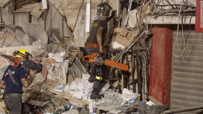 Khó tin: Phát hiện dấu hiệu sự sống dưới đống đổ nát 30 ngày sau vụ nổ cảng Beirut-1