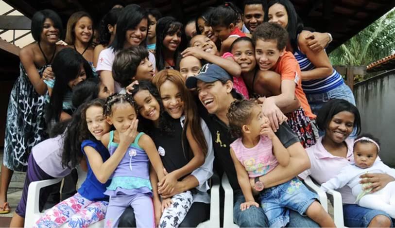 Vụ việc chấn động Brazil: Nữ nghị sĩ nổi tiếng với lòng bác ái nhận nuôi hàng chục đứa trẻ, bị cáo buộc giết chồng, bóc trần vỏ bọc hoàn hảo bấy lâu nay-2