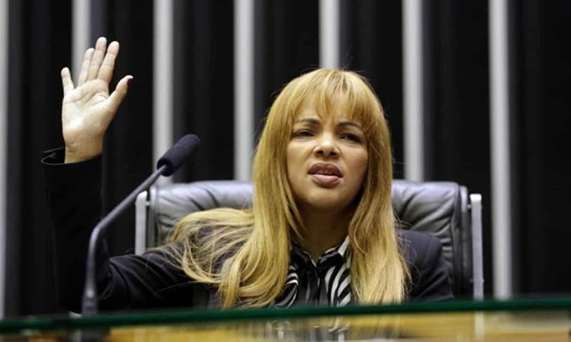 Vụ việc chấn động Brazil: Nữ nghị sĩ nổi tiếng với lòng bác ái nhận nuôi hàng chục đứa trẻ, bị cáo buộc giết chồng, bóc trần vỏ bọc hoàn hảo bấy lâu nay-3