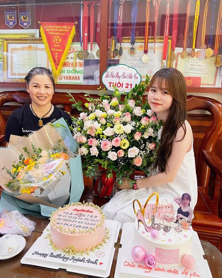 Huỳnh Anh vừa có động thái khẳng định mối quan hệ với Quang Hải đang cực tốt sau loạt drama-2