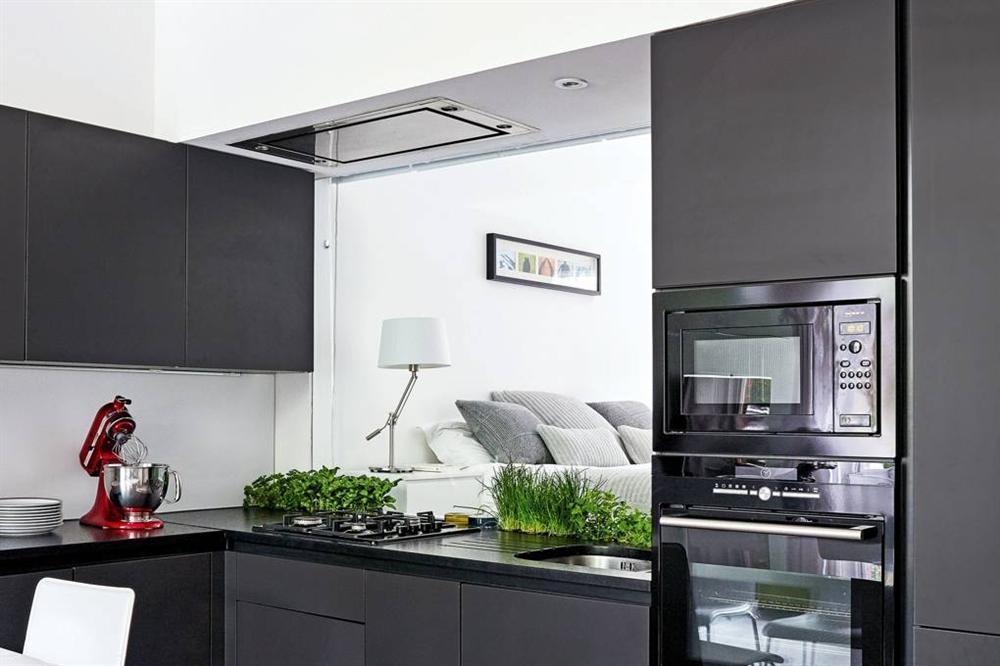 Những mẫu nhà bếp đẹp, ấn tượng và sang trọng với cách bài trí thông minh-28