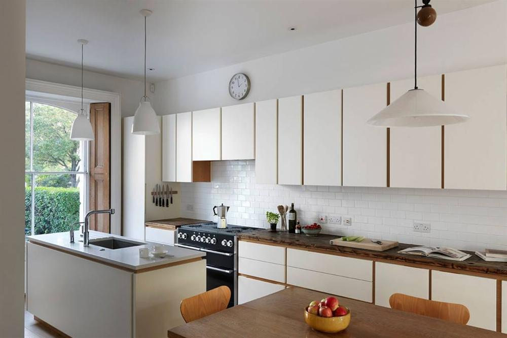 Những mẫu nhà bếp đẹp, ấn tượng và sang trọng với cách bài trí thông minh-30