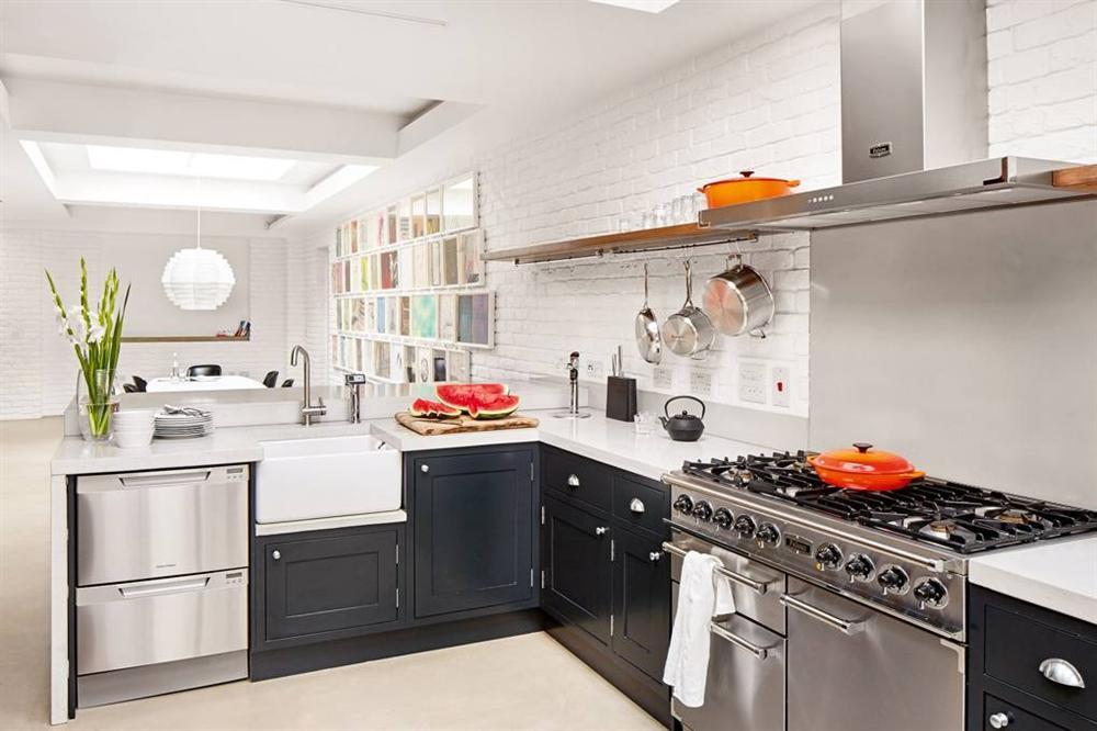 Những mẫu nhà bếp đẹp, ấn tượng và sang trọng với cách bài trí thông minh-32