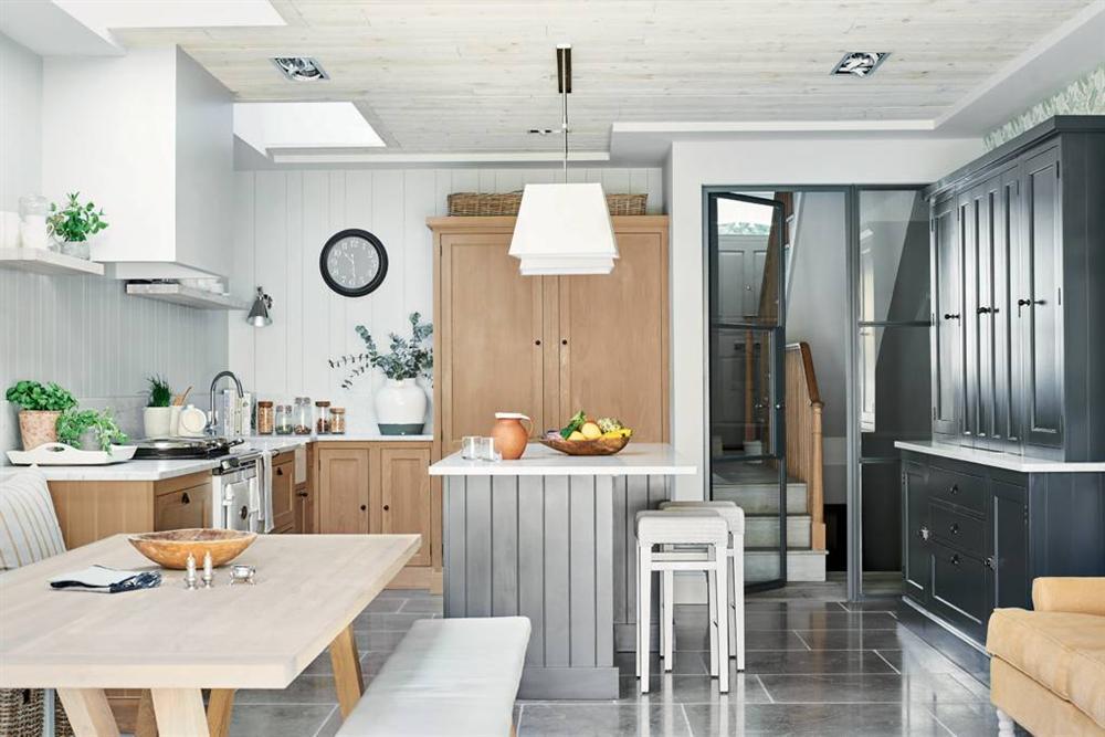 Những mẫu nhà bếp đẹp, ấn tượng và sang trọng với cách bài trí thông minh-36