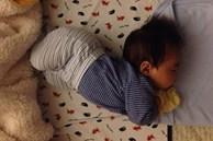 Trẻ thường làm 4 hành động này trong khi ngủ chứng tỏ não bộ đang phát triển mạnh