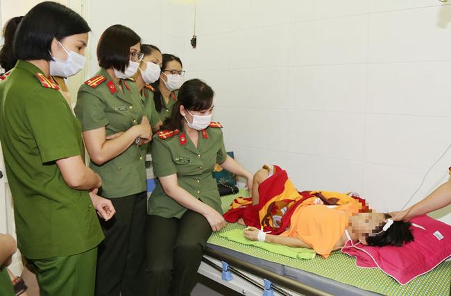 Vụ bé gái 6 tuổi bị bố đẻ bạo hành dã man ở Bắc Ninh: Hàng xóm sống trong nỗi sợ hãi, nhiều người bị dí dao vào cổ dọa giết nếu tiết lộ sự việc-5