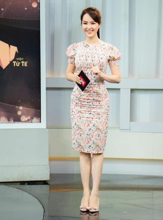 """Á hậu Thụy Vân đúng là Đệ nhất mỹ nhân mê váy hoa"""", diện toàn item dễ mặc mà nàng công sở có thể đu"""" theo-4"""