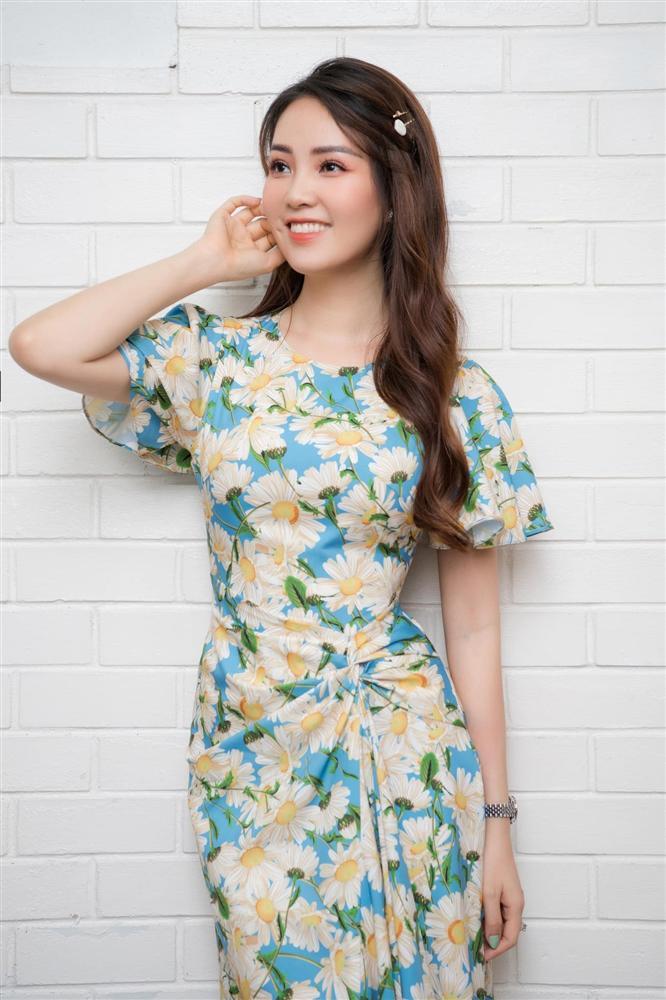 """Á hậu Thụy Vân đúng là Đệ nhất mỹ nhân mê váy hoa"""", diện toàn item dễ mặc mà nàng công sở có thể đu"""" theo-6"""