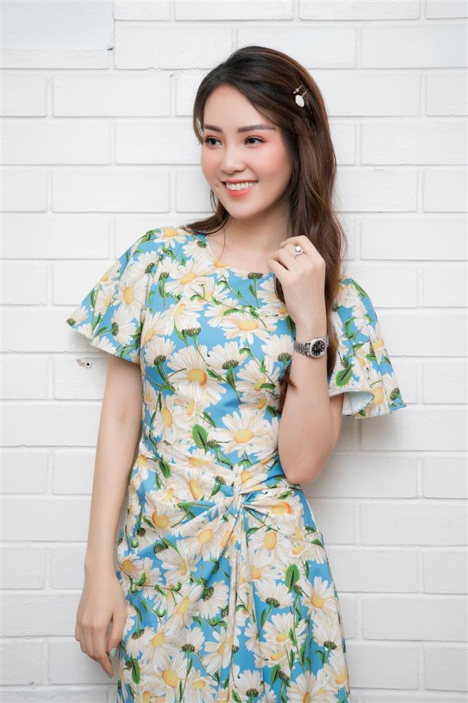 """Á hậu Thụy Vân đúng là Đệ nhất mỹ nhân mê váy hoa"""", diện toàn item dễ mặc mà nàng công sở có thể đu"""" theo-7"""