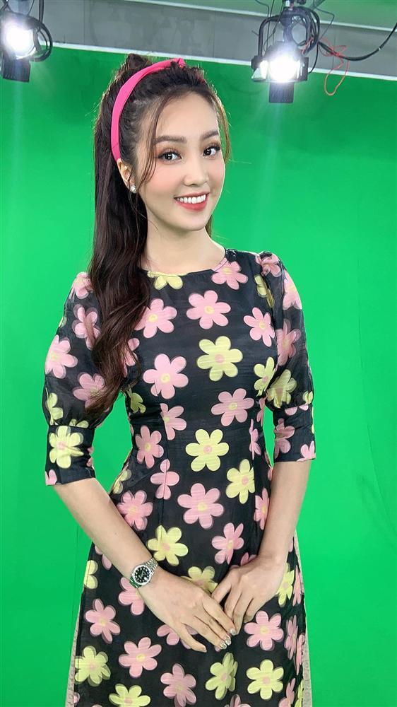 """Á hậu Thụy Vân đúng là Đệ nhất mỹ nhân mê váy hoa"""", diện toàn item dễ mặc mà nàng công sở có thể đu"""" theo-8"""