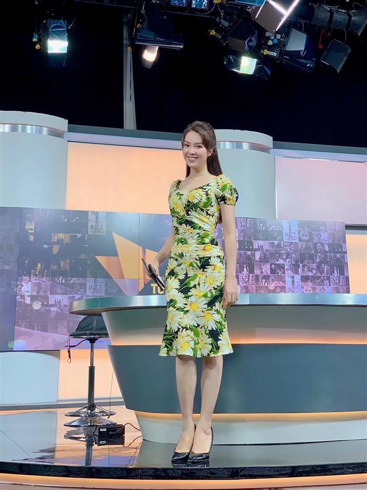 """Á hậu Thụy Vân đúng là Đệ nhất mỹ nhân mê váy hoa"""", diện toàn item dễ mặc mà nàng công sở có thể đu"""" theo-10"""