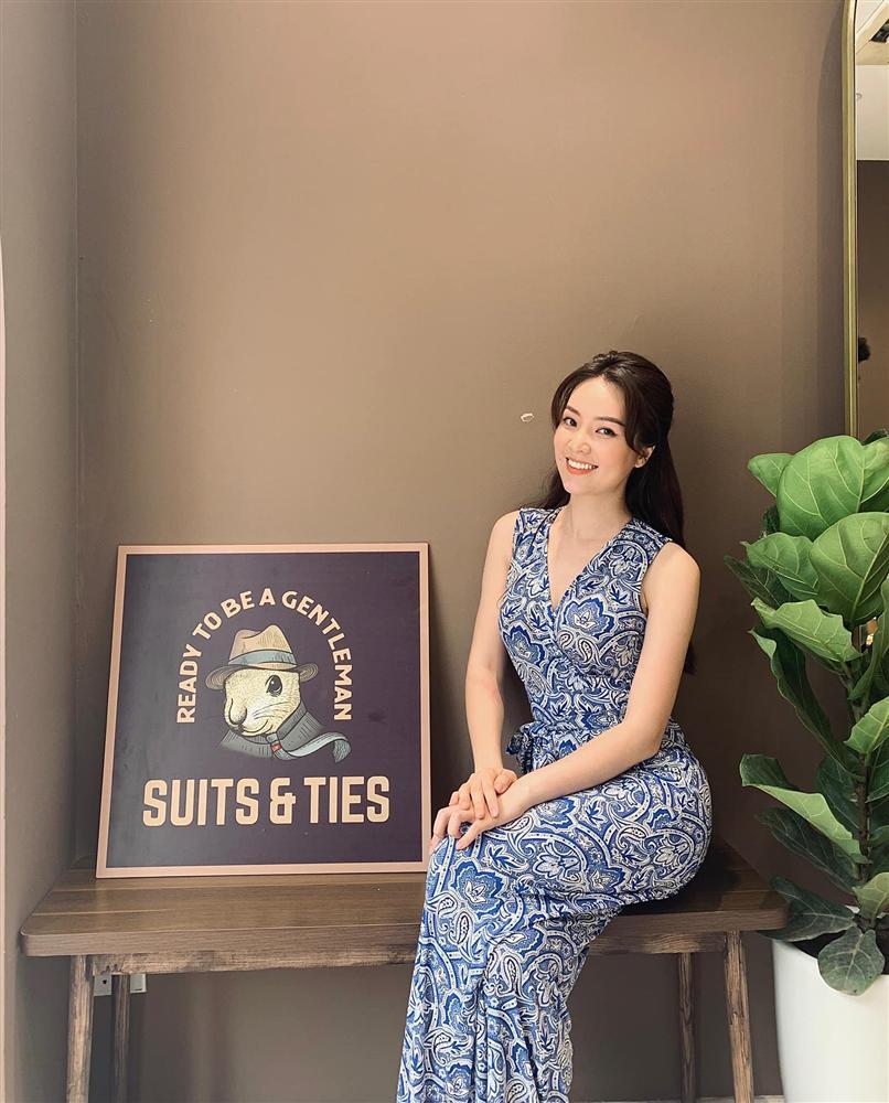 """Á hậu Thụy Vân đúng là Đệ nhất mỹ nhân mê váy hoa"""", diện toàn item dễ mặc mà nàng công sở có thể đu"""" theo-11"""