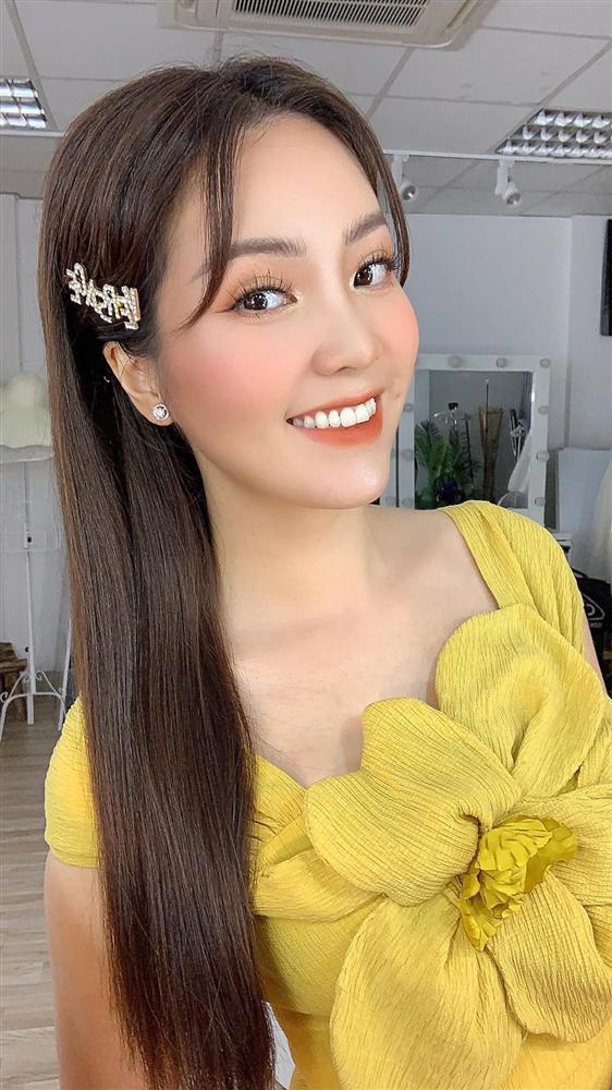 """Á hậu Thụy Vân đúng là Đệ nhất mỹ nhân mê váy hoa"""", diện toàn item dễ mặc mà nàng công sở có thể đu"""" theo-12"""
