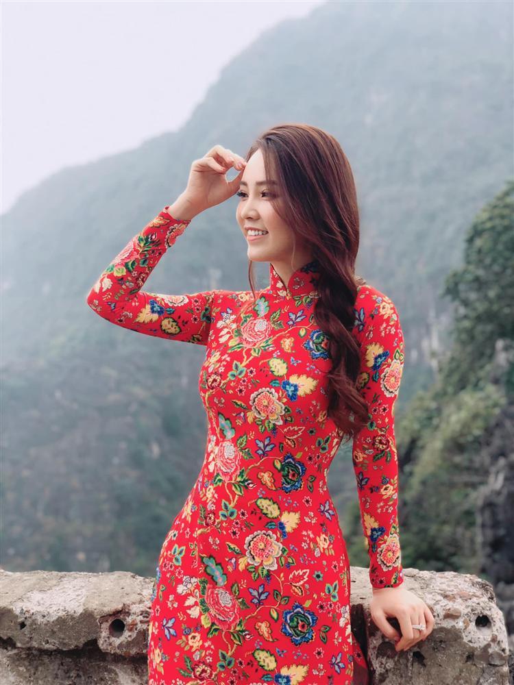"""Á hậu Thụy Vân đúng là Đệ nhất mỹ nhân mê váy hoa"""", diện toàn item dễ mặc mà nàng công sở có thể đu"""" theo-9"""