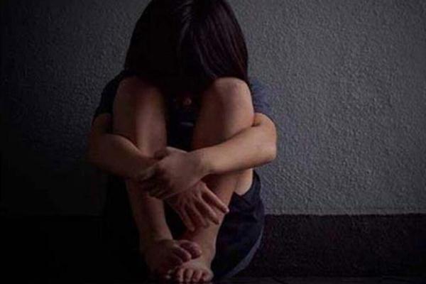 Con gái bỗng dưng trầm cảm sợ hãi người lạ, mẹ gặng hỏi mãi mới biết lý do, nghe xong liền gọi báo cảnh sát-1