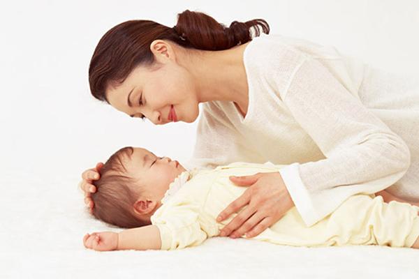 Mẹ chồng bỏ cháu nội lên ở với con gái mới sinh, tôi tị nạnh thì bà nói lại một câu khiến tôi cứng họng-1