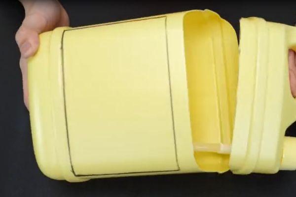 Đừng vội vứt chai nước giặt đi, nếu cắt nó theo hình tròn và treo trong phòng tắm, cả gia đình sẽ đổ xô sử dụng-7