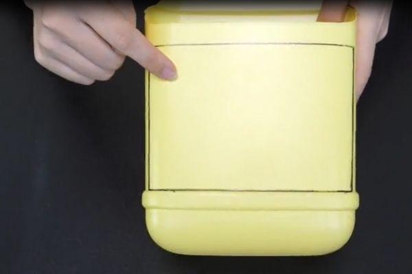 Đừng vội vứt chai nước giặt đi, nếu cắt nó theo hình tròn và treo trong phòng tắm, cả gia đình sẽ đổ xô sử dụng-8