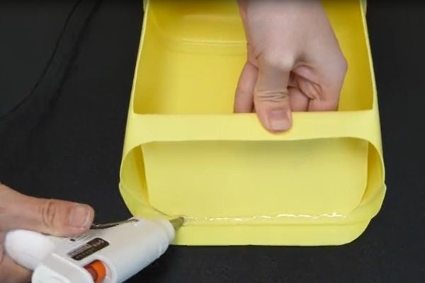 Đừng vội vứt chai nước giặt đi, nếu cắt nó theo hình tròn và treo trong phòng tắm, cả gia đình sẽ đổ xô sử dụng-9