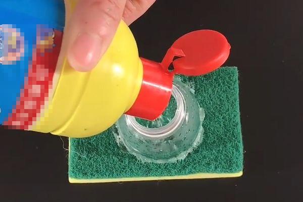 Chai nhựa cắt dán lên miếng cọ rửa lại hóa tác dụng thần kỳ chuyên sử dụng trong nhà bếp-3
