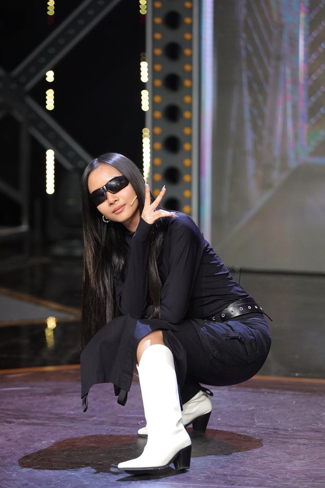 Suboi bất ngờ đụng độ Lisa: Nữ hoàng Rap Việt da nâu bao ngầu, Lisa da trắng nõn kiêu sa-6