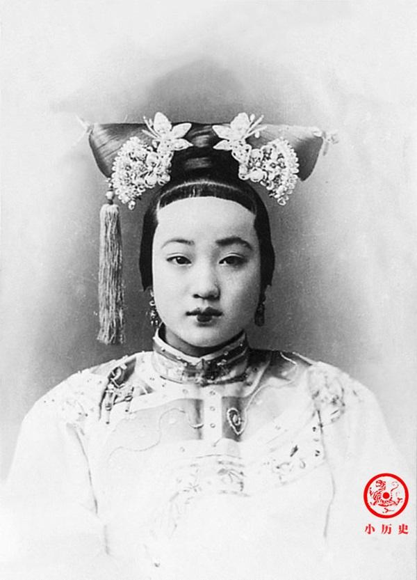 Loạt ảnh cũ về hậu cung của Hoàng đế Quang Tự triều nhà Thanh: Hoàng hậu lưng gù, phi tần có vóc dáng mũm mĩm-2