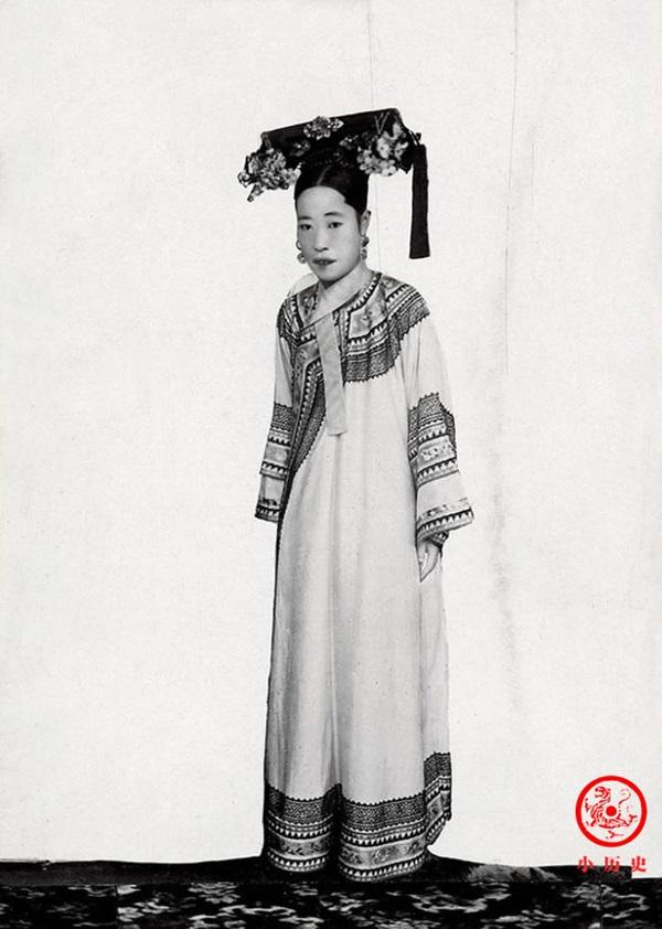Loạt ảnh cũ về hậu cung của Hoàng đế Quang Tự triều nhà Thanh: Hoàng hậu lưng gù, phi tần có vóc dáng mũm mĩm-3