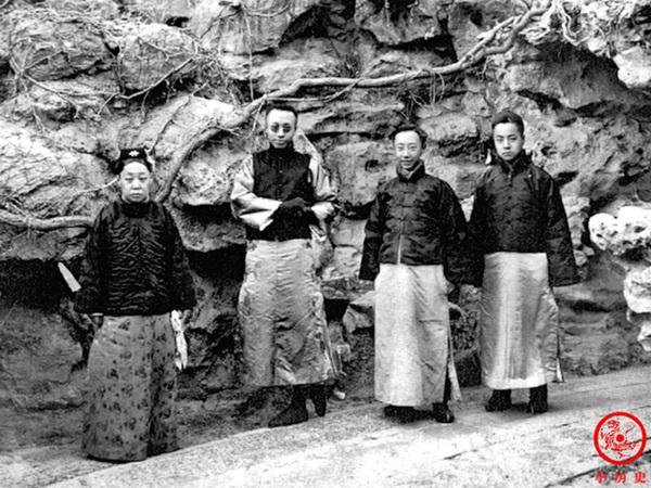 Loạt ảnh cũ về hậu cung của Hoàng đế Quang Tự triều nhà Thanh: Hoàng hậu lưng gù, phi tần có vóc dáng mũm mĩm-8