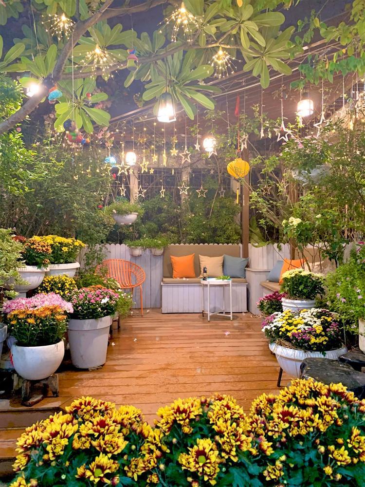 Ghen tị khu vườn 200m² ngập tràn hoa tươi và rau củ quả sạch trên sân thượng của nữ doanh nhân Sài Gòn-2