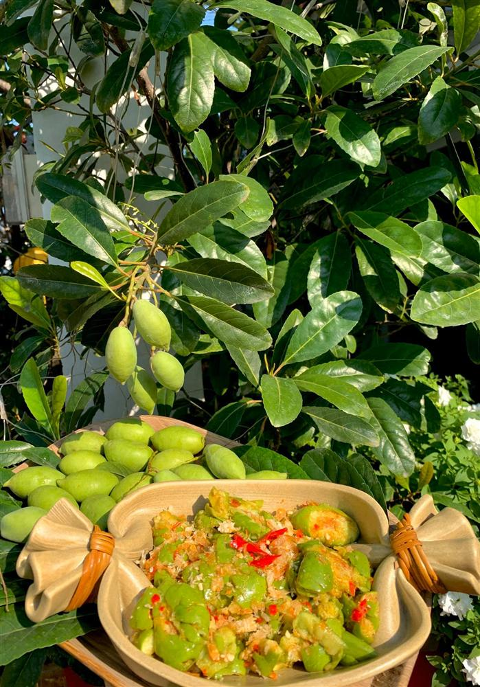 Ghen tị khu vườn 200m² ngập tràn hoa tươi và rau củ quả sạch trên sân thượng của nữ doanh nhân Sài Gòn-14