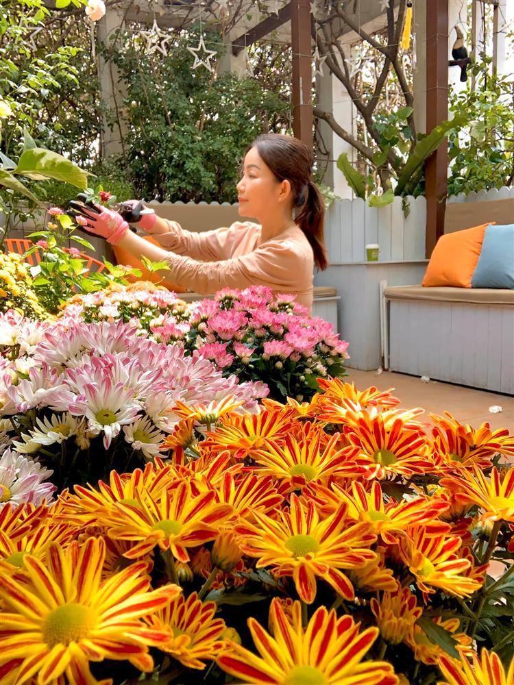 Ghen tị khu vườn 200m² ngập tràn hoa tươi và rau củ quả sạch trên sân thượng của nữ doanh nhân Sài Gòn-18