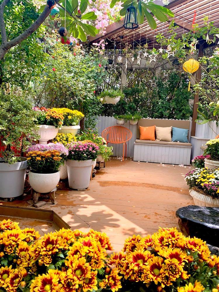 Ghen tị khu vườn 200m² ngập tràn hoa tươi và rau củ quả sạch trên sân thượng của nữ doanh nhân Sài Gòn-21
