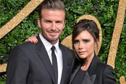 Báo Mỹ đưa tin vợ chồng David Beckham nhiễm COVID-19 do dự tiệc từ tháng 3, kéo theo 2 nhân viên đi cùng dương tính