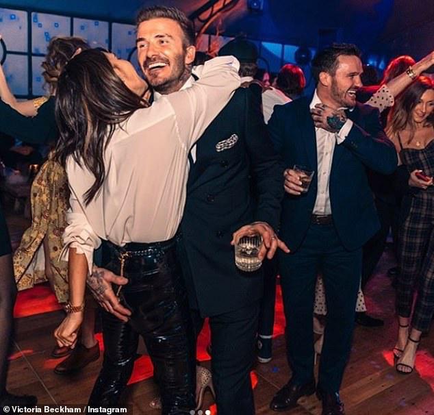 Báo Mỹ đưa tin vợ chồng David Beckham nhiễm COVID-19 do dự tiệc từ tháng 3, kéo theo 2 nhân viên đi cùng dương tính-2