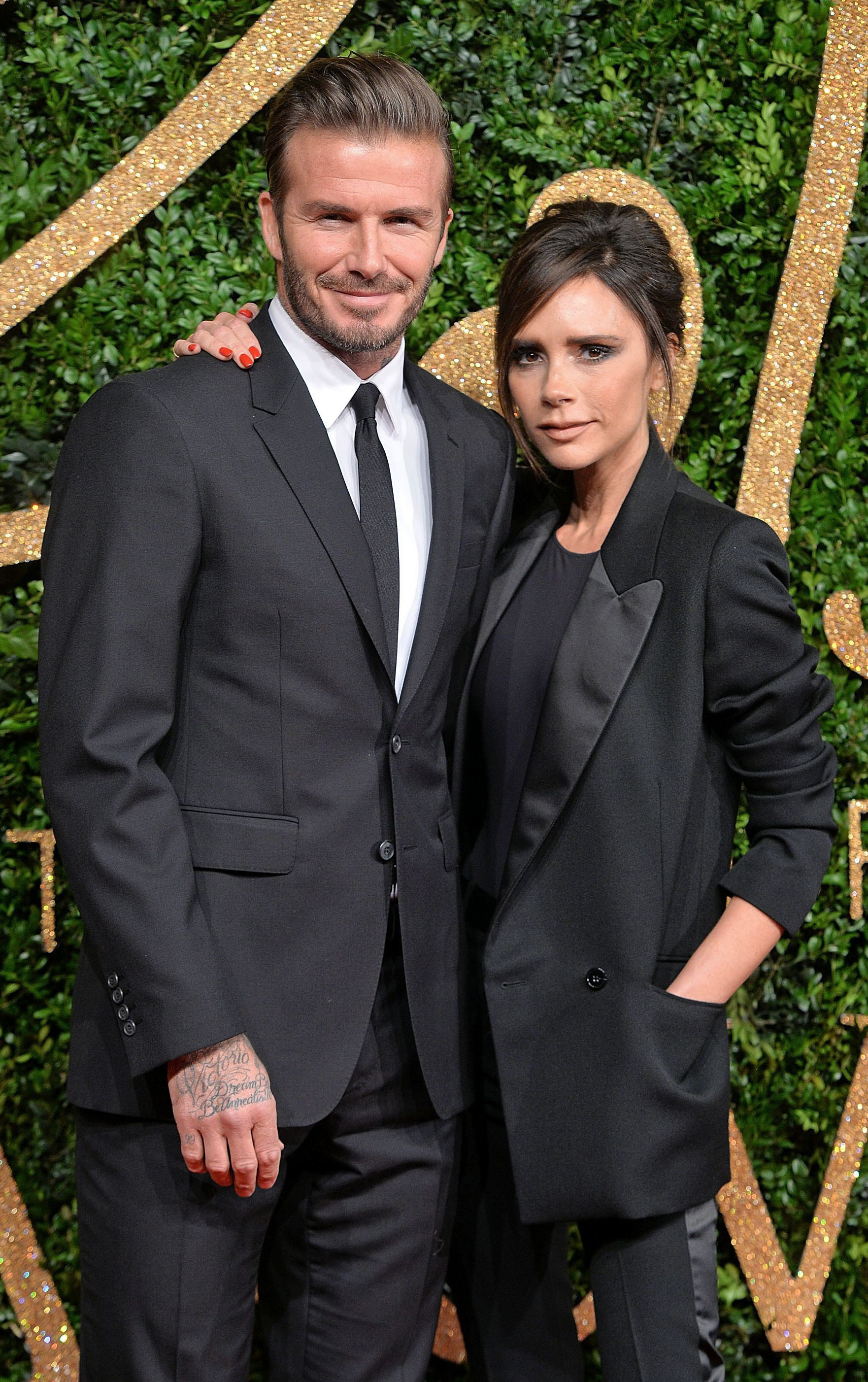 Báo Mỹ đưa tin vợ chồng David Beckham nhiễm COVID-19 do dự tiệc từ tháng 3, kéo theo 2 nhân viên đi cùng dương tính-1