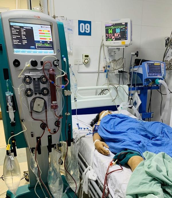 Do mệt, ăn kém, bệnh nhân tự mua thuốc về tiêm truyền dẫn đến ngộ độc nặng-1