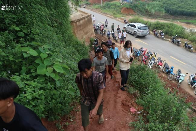 Nghẹn lòng đám tang 3 em nhỏ tử vong trong vụ sập cổng trường ở Lào Cai: Không ngờ bát mì tôm trứng lại là bữa ăn cuối cùng của con-5