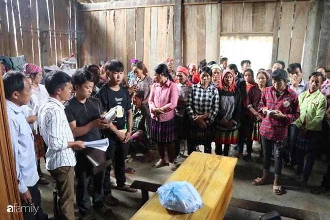 Nghẹn lòng đám tang 3 em nhỏ tử vong trong vụ sập cổng trường ở Lào Cai: Không ngờ bát mì tôm trứng lại là bữa ăn cuối cùng của con-6