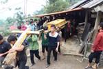 Vụ sập cổng trường ở Lào Cai: Cặp vợ chồng trẻ 2 năm mất 2 con gái, nhà tranh vách đất xiêu vẹo đìu hiu trong đám tang không phông bạt-9
